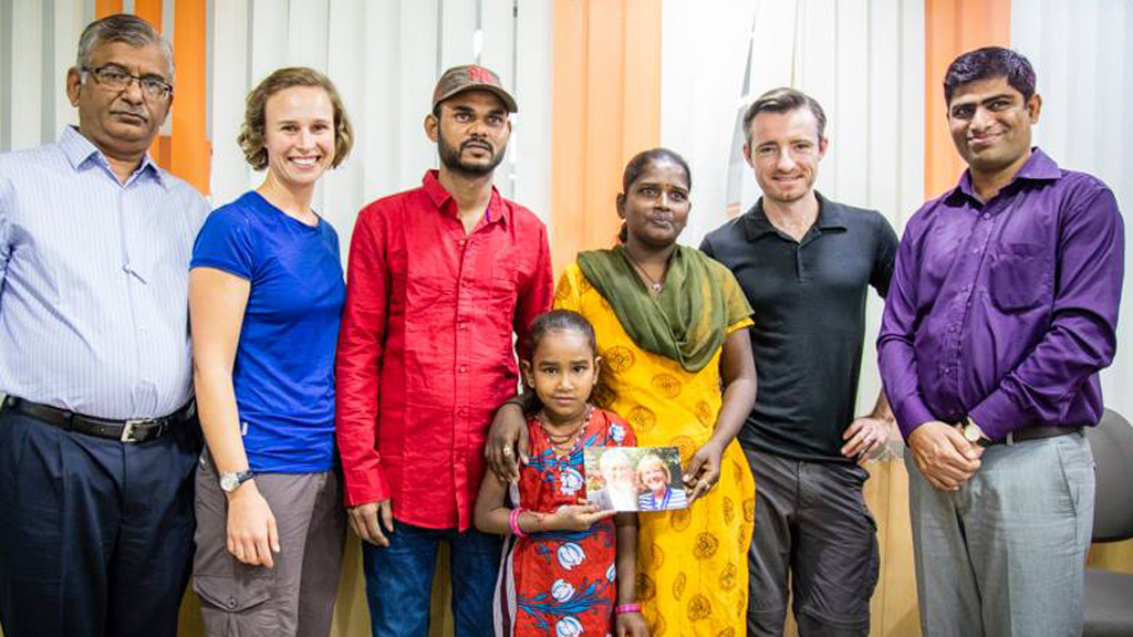 Dick Smith sends Australian couple to India to help homeless family break cycle of poverty