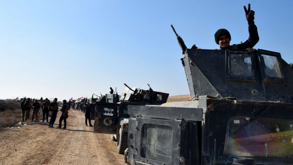 Iraqi military vehicles and troops advance towards the centre of Ramadi city. (EPA/STR)