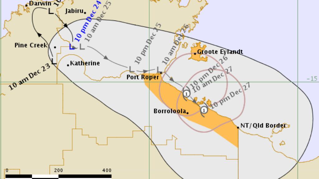 Cyclone warning for Top End as bushfires threaten Victorian homes