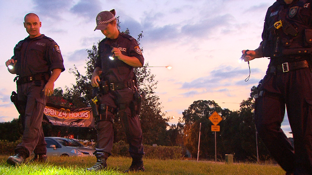 Officers go over the scene where a 22-year-old woman was shot in Hoxton West outside Sydney. (9NEWS)