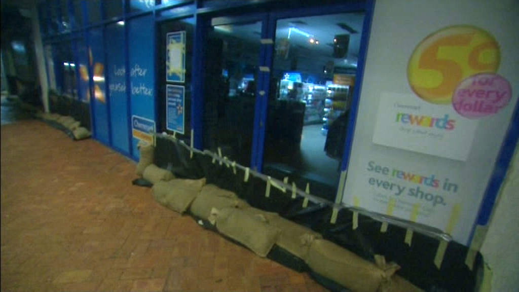 Sandbags line buildings along Yeppoon's streets in preparation for flooding. (9NEWS)