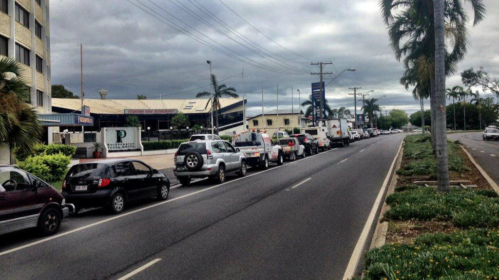 A 300m queue for petrol at Rockhampton in the aftermath of Cyclone Marcia. (9NEWS)