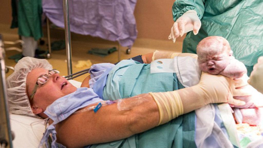 Hands-on Aussie mum lifts own newborn twins free after being forced to have caesarean birth