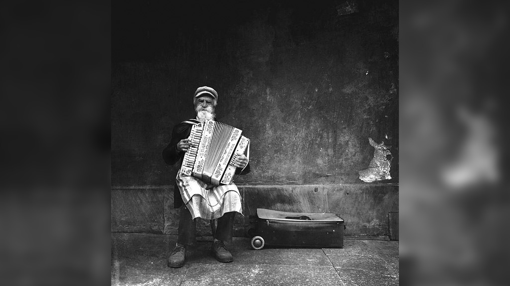 Michał Koralewski from Koziegłowy, Poland won photographer of the year for this shot of an accordionist playing Polish songs. (Source, IPPAWARDS)