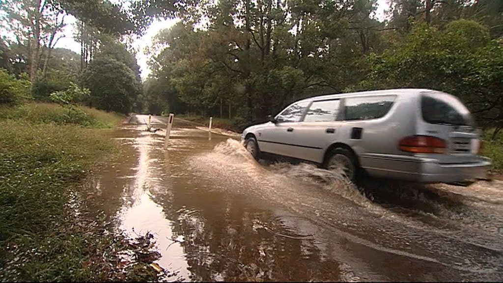 Parts of the Sunshine Coast have been hit with more than 100mm of rain in just one hour. (9NEWS)