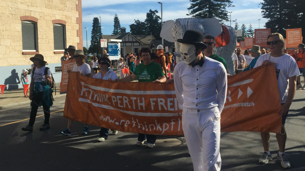 Around 1000 protesters march against Freight Link in Fremantle