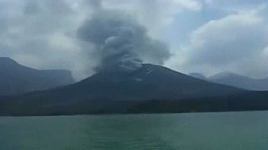 Flight woes continue for Bali tourists due to rising ash cloud