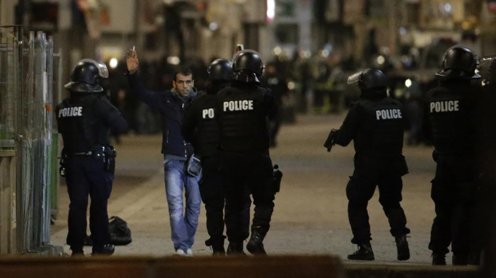 A female suicide bomber has reportedly blown herself up after Paris police and military laid siege to up to six suspected Paris terrorists holed up in an apartment in the district of Saint-Denis.<br><br>(Kenzo Tribouillard / AFP)