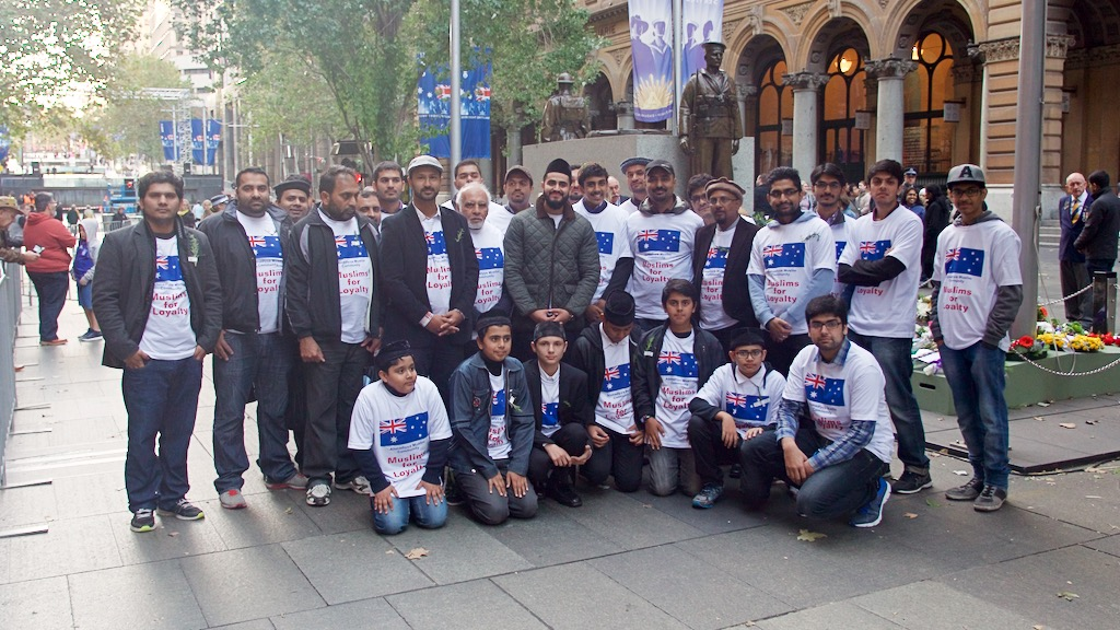 The Ahmadiyya group who attended the Dawn Service today in Sydney. (Ehsan Knopf/9NEWS)