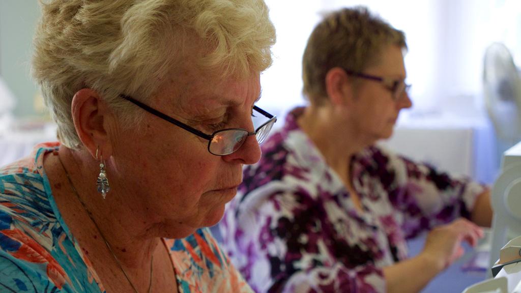 Volunteers hard at work sewing. (Ehsan Knopf/9NEWS)