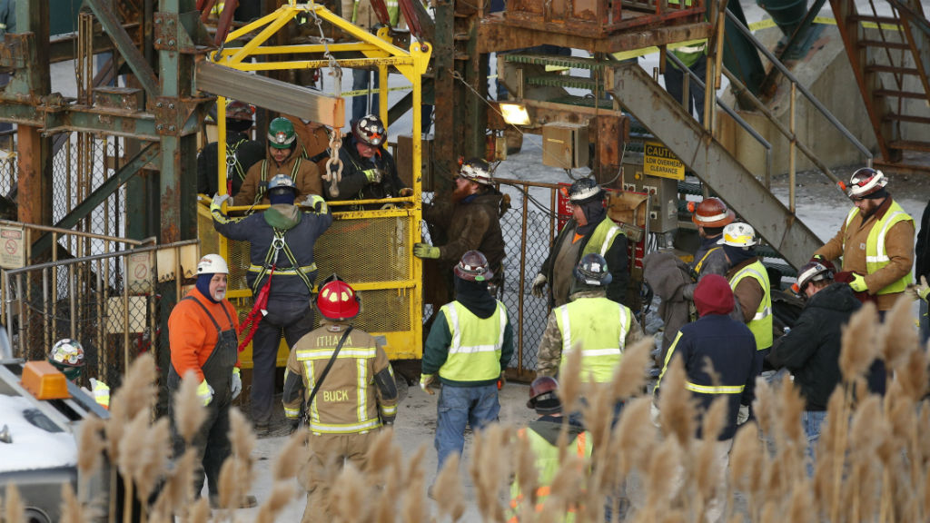 Seventeen trapped miners rescued from US salt mine