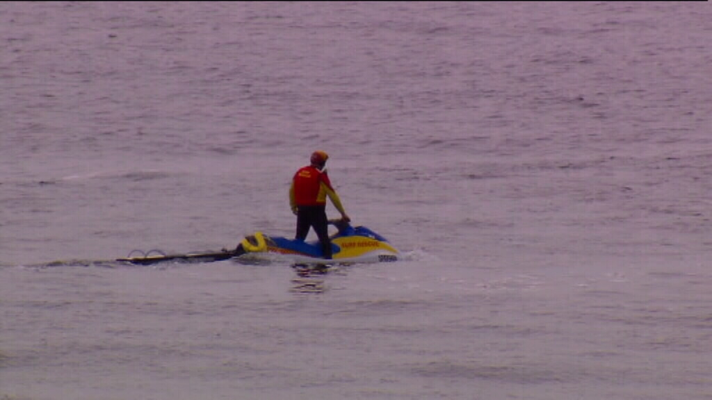 Body of missing 20-year-old swimmer found on Bennetts Beach, north of Newcastle