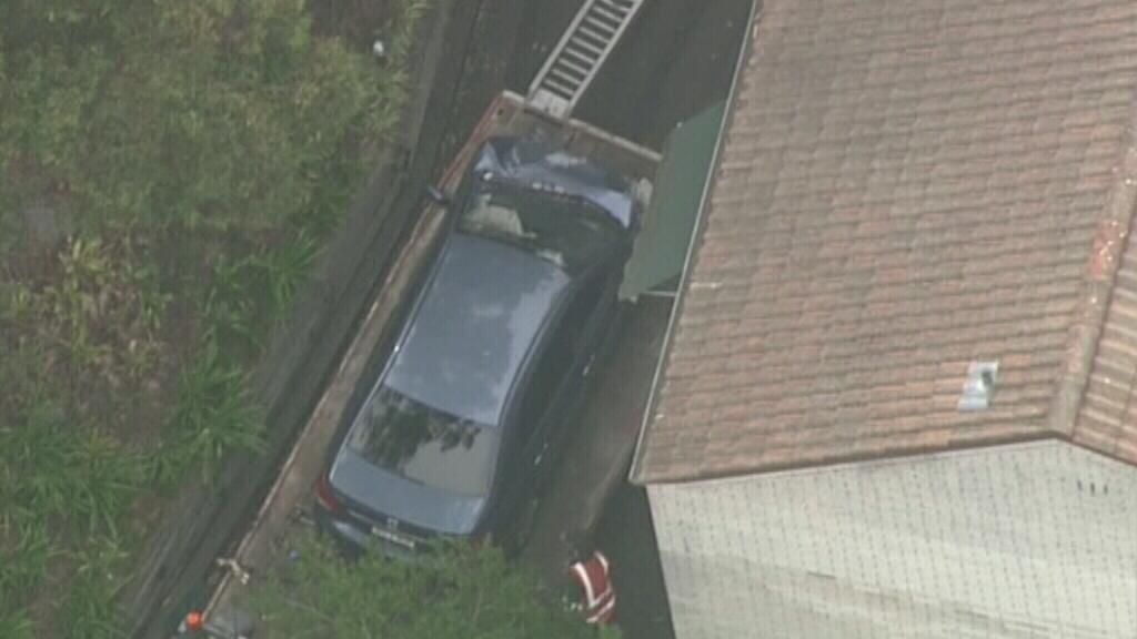 Car smashes into building at Turramurra on Sydney's upper north shore