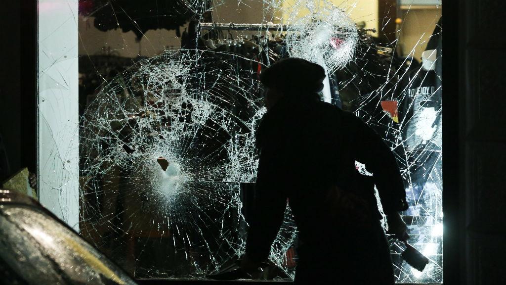 Anti-refugee group rampages through German city of Leipzig