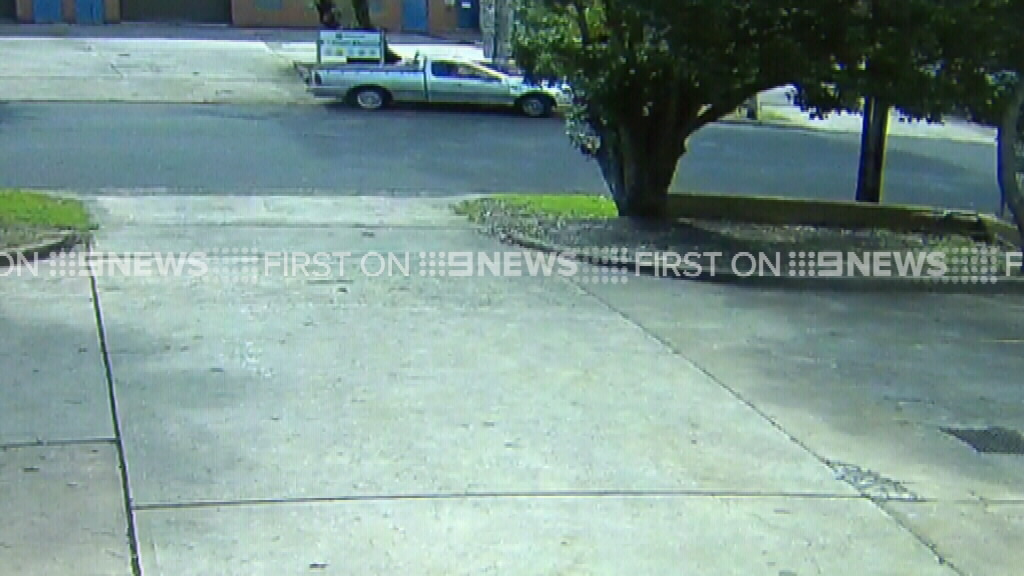 The moment just before the ute hit a pole in Condell Park. (9NEWS)