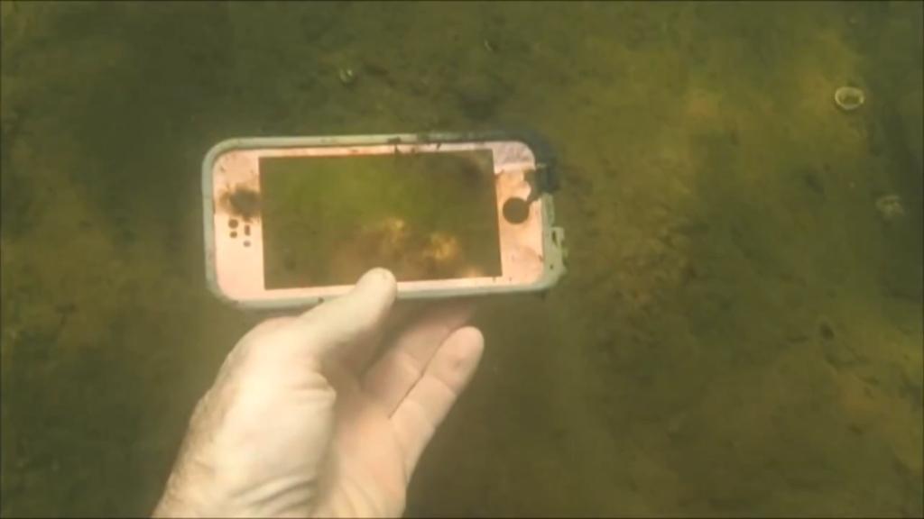 An iPhone. (YouTube/Aquachigger)