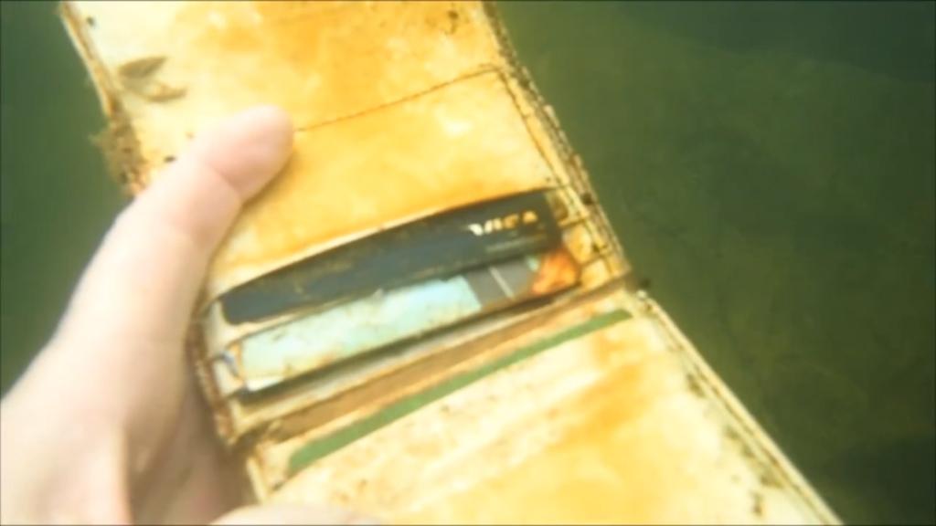 A wallet. (YouTube/Aquachigger)