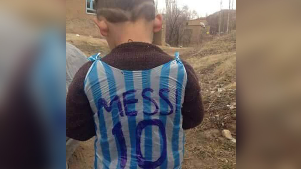 Twitter users unite to track down young soccer fan photographed wearing improvised plastic bag jersey