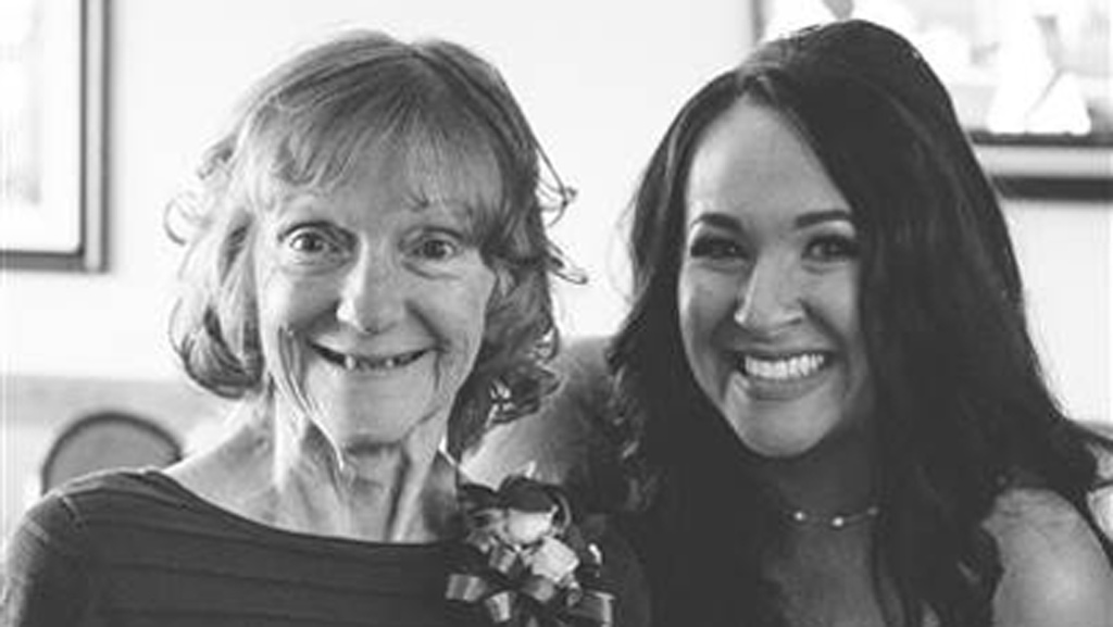 Bride has wedding reception at Alzheimer's nursing home so her mother can attend