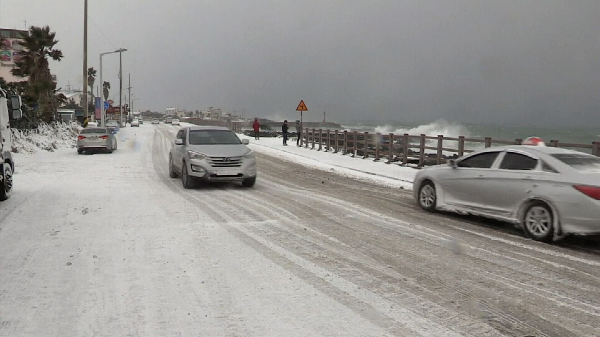 Heavy snow hit the Korean island of Jeju