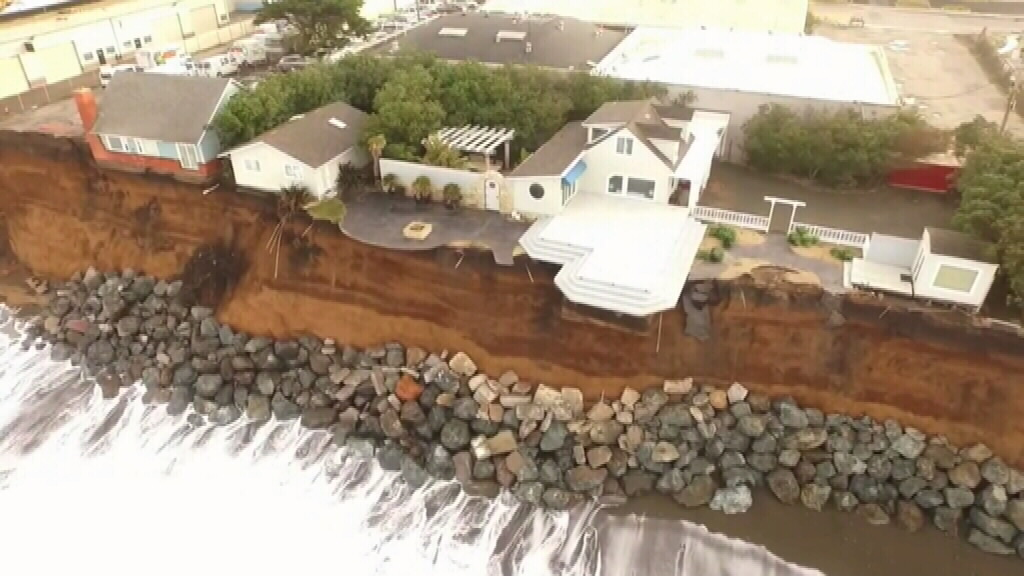 Rapidly eroding cliff threatens Californian clifftop homes