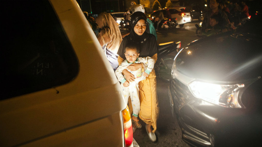 Powerful quake in western Indonesia sparks panic