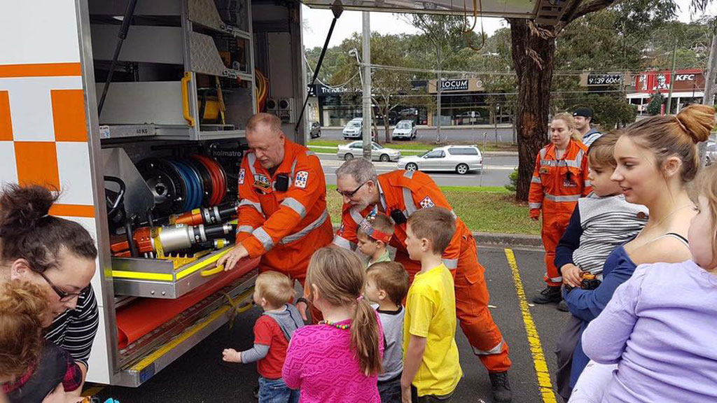 SES workers gave the delighted party-goers tours of their trucks. (Facebook/Midnight Mums)