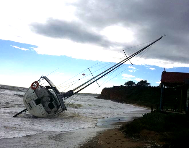 Victoria storm: 200 calls for help as massive weather front hits south coast