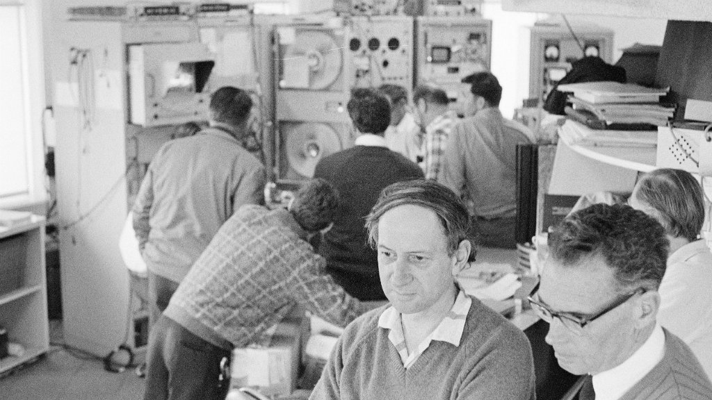 The control room of the Parkes dish during the Apollo 11 mission. (AAP)