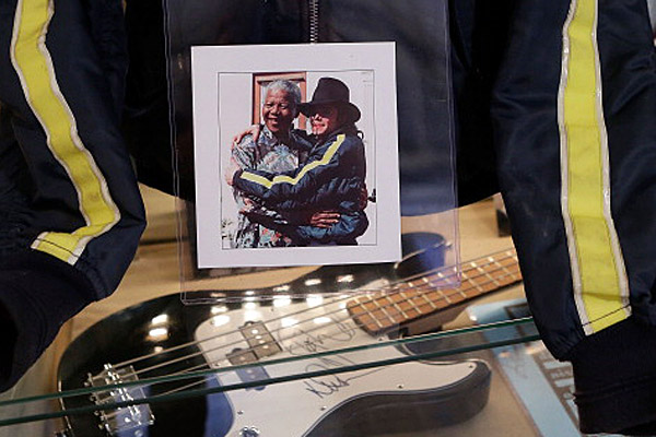 Nelson Mandela with Michael Jackson