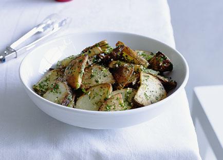 Potatoes sauteed with garlic and walnut oil