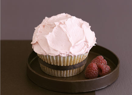 White chocolate cupcakes with raspberry frosting