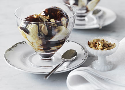 Salted peanut-caramel ice-cream with hot fudge sauce