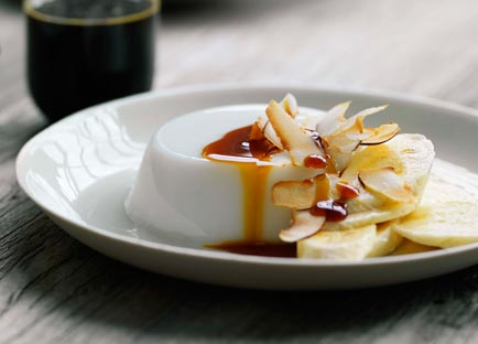 Coconut jellies with banana and coconut-sugar caramel