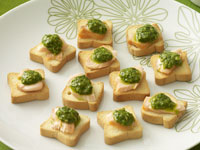 Smoked salmon with salsa verde on melba toast