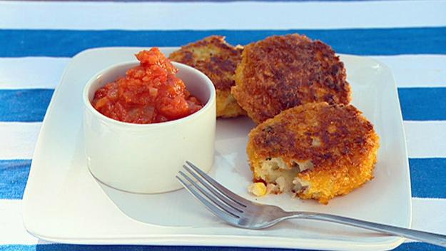 Hot potato cakes with fresh tomato sauce