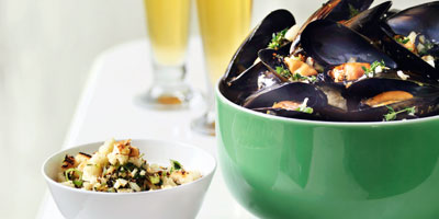 Mussels with garlic thyme breadcrumbs
