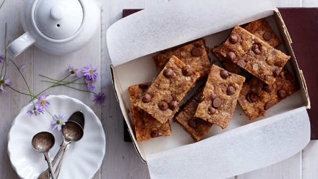 Peanut butter choc chip slice