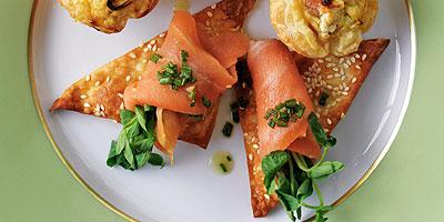 Sesame wonton crisps with smoked salmon and pea shoots