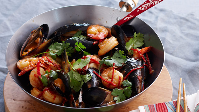 Thai-style stir-fried prawns and mussels