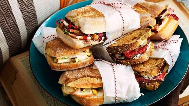 Gourmet toasted sandwich: Taleggio, apple & pistachio