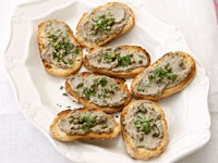 Toasts with chicken livers