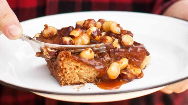 Caramel, apple & hazelnut tray cake