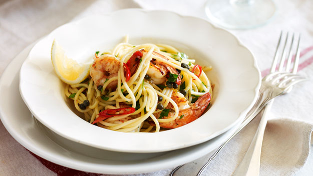 Spaghetti with chilli garlic prawns