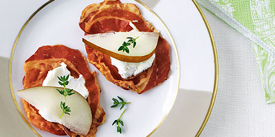 Pancetta chips with goat's cheese and pear