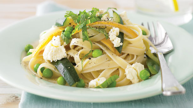 Fettuccine, zucchini and ricotta toss