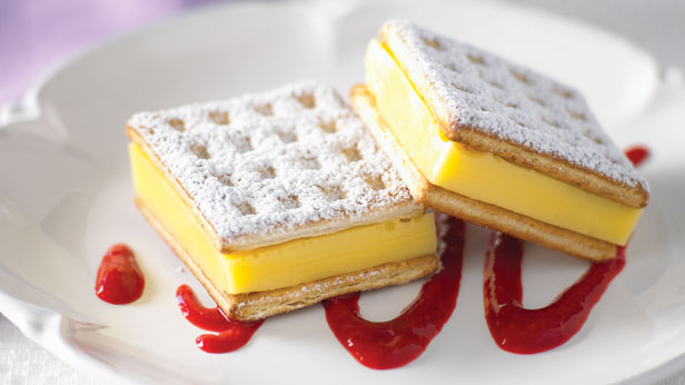 Custard squares with berry calouis