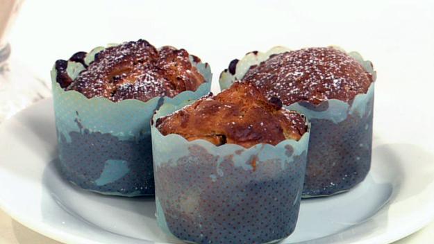 Pear and oatmeal yoghurt muffins