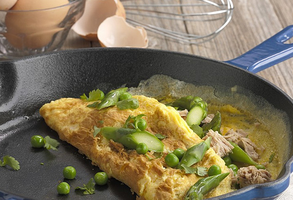Asparagus, pea and tuna omelette
