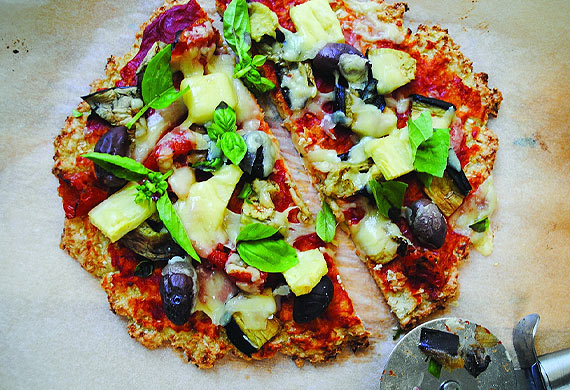 Low-carb tropical pizza with cauliflower crust